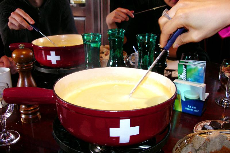 Swiss_fondue_2